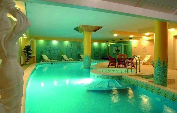 kurzurlaub-eger-swimming-pool