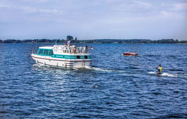 hausboot-uebernachtung-vetus-rechlin-urlaub-see