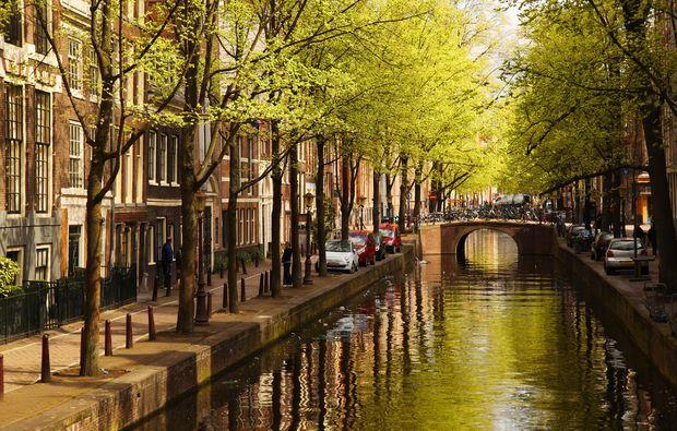 traumreise-amsterdam-kanal-bruecke
