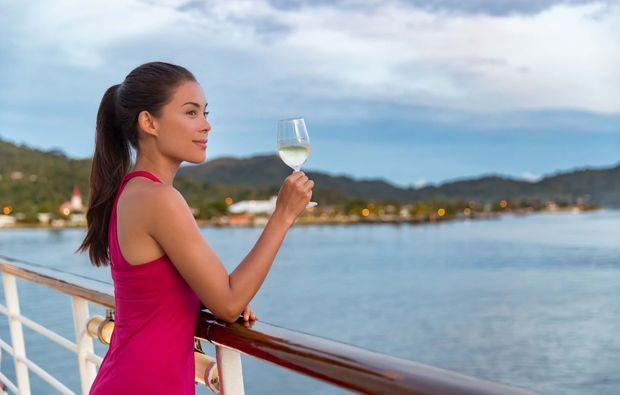 erlebnisreise-prag-flussfahrt-dinner-schifffahrt