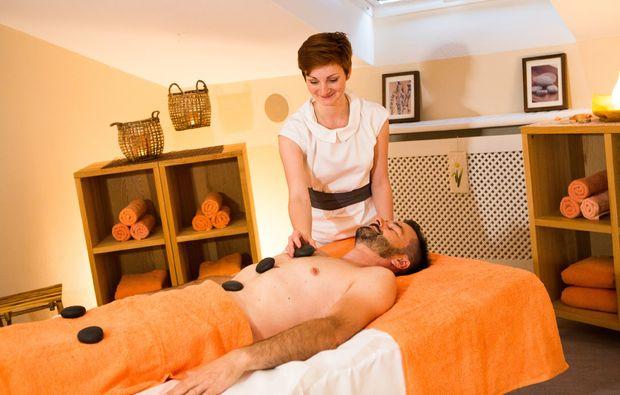 wellness-wochenende-deluxe-bad-fuessing-hotstonemassage