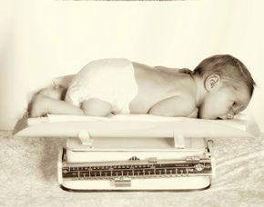 kinder-fotoshooting-trostberg-baby-auf-waage