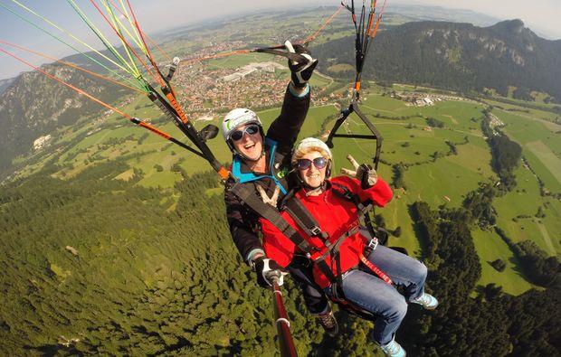 gleitschirm-tandemflug-von-den-gipfeln-der-allgaeuer-alpen-15-20-minuten-erlebnis