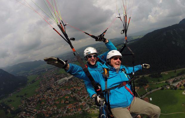 gleitschirm-tandemflug-von-den-gipfeln-der-allgaeuer-alpen-15-20-minuten-fliegen