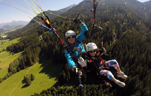 gleitschirm-tandemflug-von-den-gipfeln-der-allgaeuer-alpen-15-20-minuten