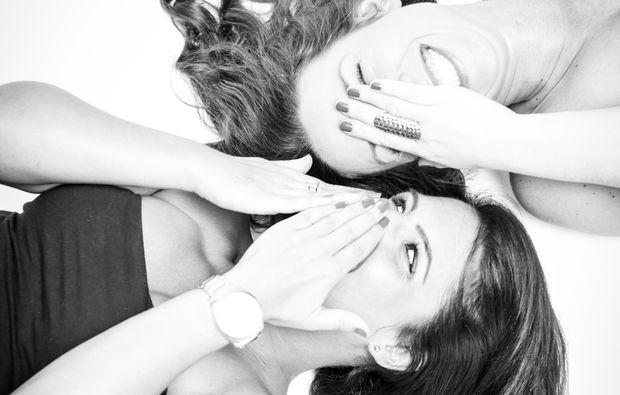 best-friends-fotoshooting-wien-schwarz-weiss