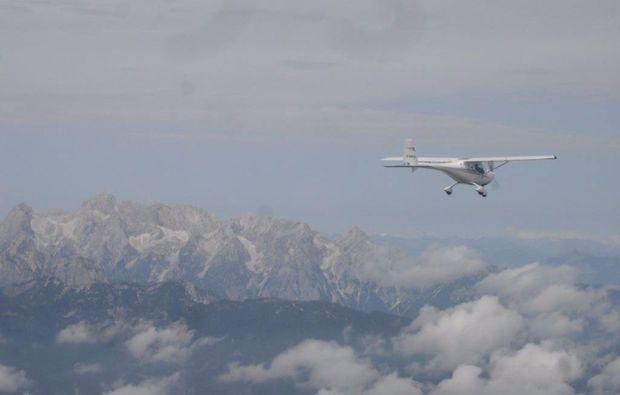 flugzeug-rundflug-ueber-regensburg-berge