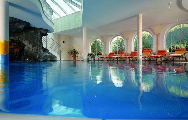 romantikwochenende-kematen-pfitsch-swimmingpool