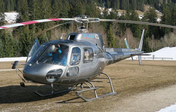hubschrauber-rundflug-salzkammergut-warten