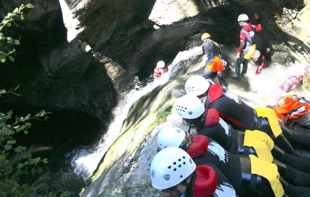 canyoning-auerklamm-tour-sautens-felsen-rutschen