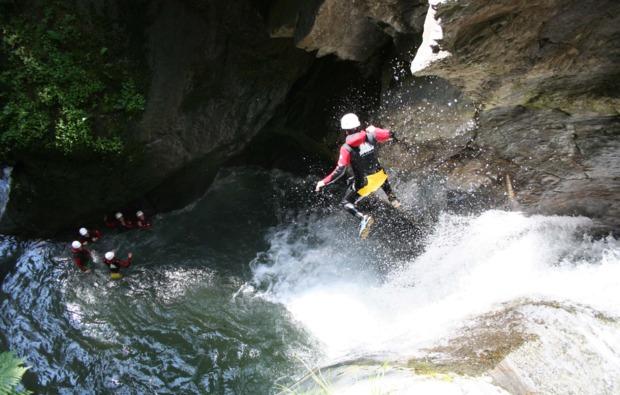 canyoning-auerklamm-tour-sautens-springen