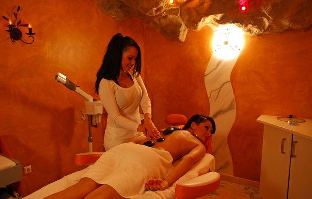wellnesstag-fuer-zwei-rangersdorf-massage