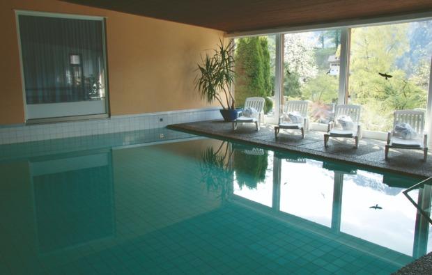 romantikwochenende-brienz-schwimmbad