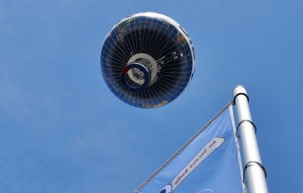 stadt-kultour-berlin-weltballon-hoch