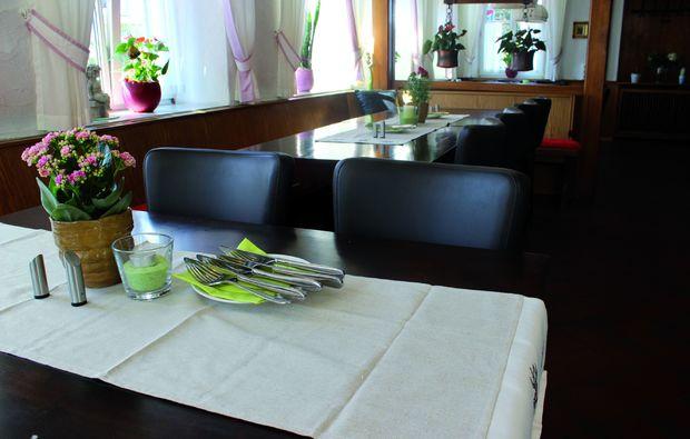kurzurlaub-ichenhausen-tisch