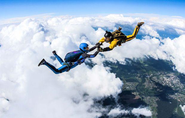 fallschirm-tandemsprung-niederoeblarn-freier-fall