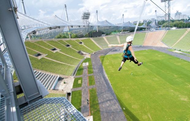 traumtag-fuer-zwei-muenchen-flying-fox-stadion