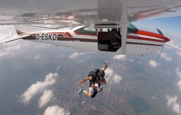 fallschirm-tandemsprung-st-michael-flugzeug