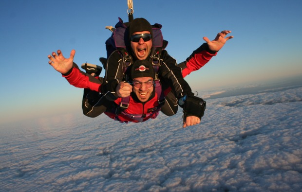 fallschirm-tandemsprung-st-michael-wolken