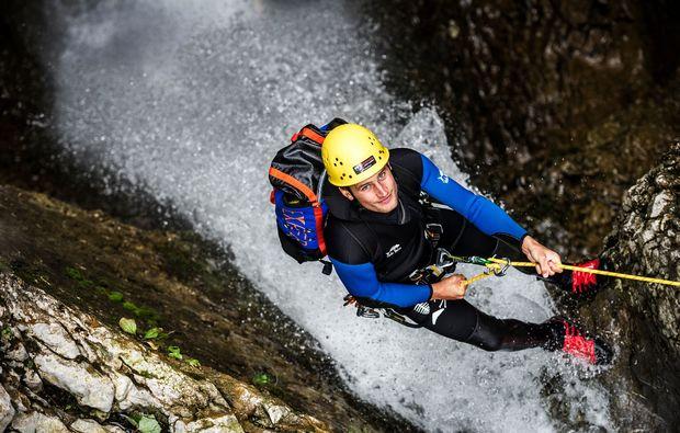 canyoning-tour-hirschegg-abseilen