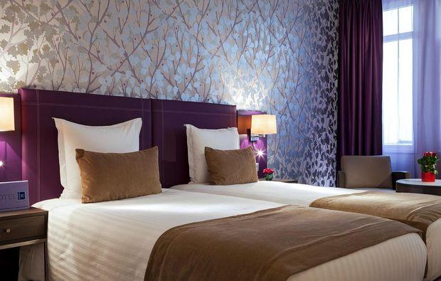 erlebnisreisen-paris-doppelzimmer-lila