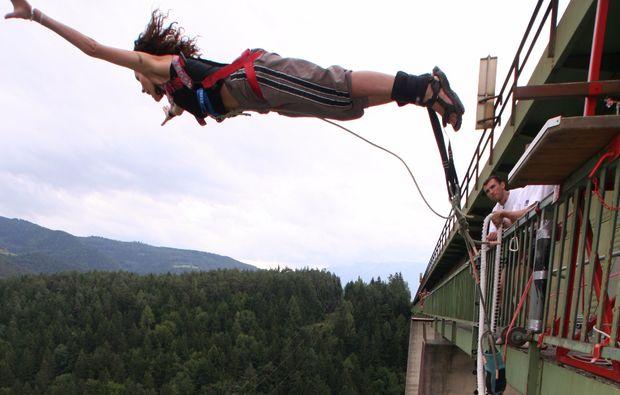 bungee-jumping-jauntalbruecke-jauntalbruecke-in-kaernten-drop-off-snapshot