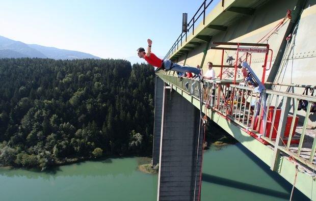 bungee-jumping-jauntalbruecke-jauntalbruecke-in-kaernten-side-view-drop-off
