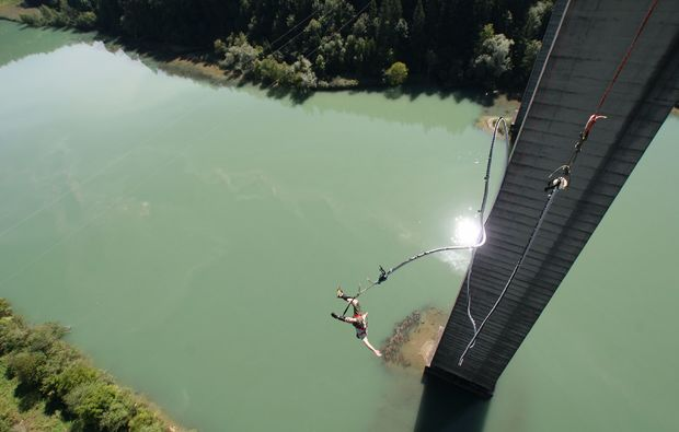 bungee-jumping-jauntalbruecke-jauntalbruecke-in-kaernten-still-confusing-af