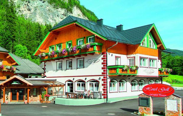 almhuetten-berghotels-tweng-bg1