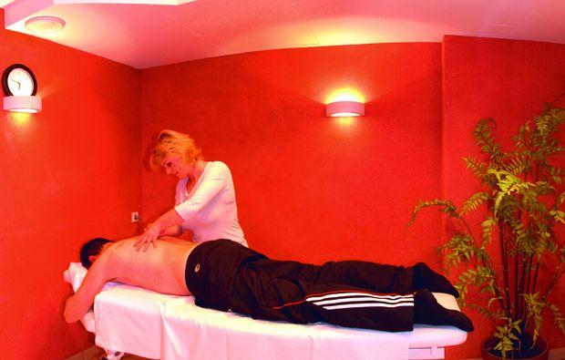 almhuetten-berghotels-tweng-massage