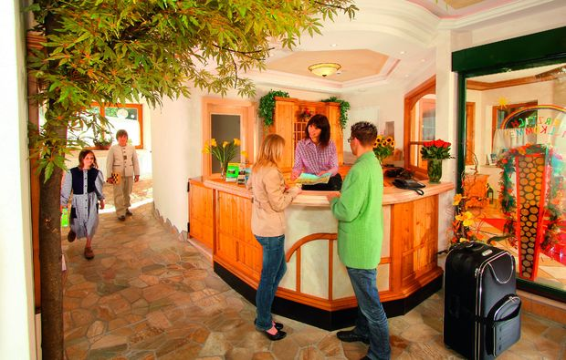 almhuetten-berghotels-tweng-rezeption