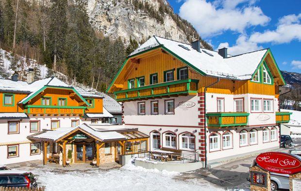 almhuetten-berghotels-tweng-winter