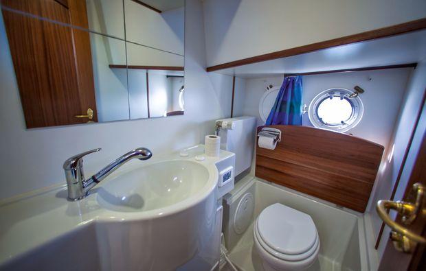 hausboot-uebernachtung-zeuthen-nasszelle