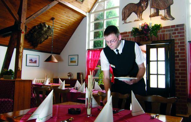 kurzurlaub-am-meer-gross-stroemkendorf-dinner