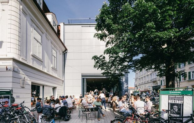 stadt-kultour-kunsthaus-graz-cafe