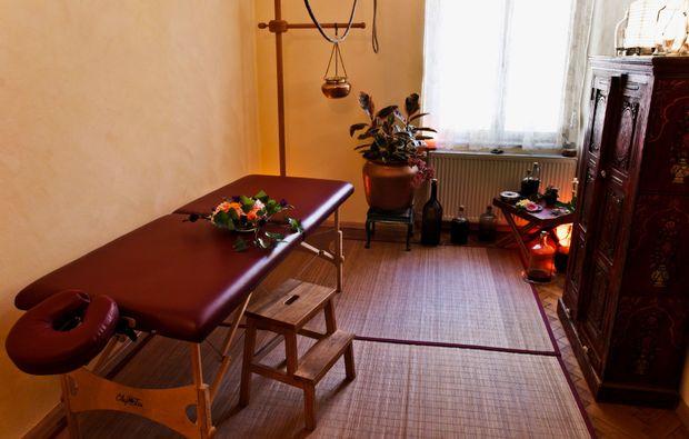ayurveda-massage-graz-massagetisch