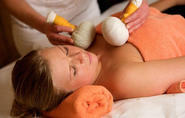 gesichtsmassage-bad-fuessing-massage