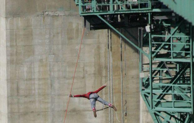 bungy-jumping-europabruecke-europabruecke-bei-innsbruck-fall