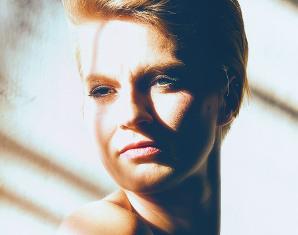 portraitfoto-frau-sonnenlicht