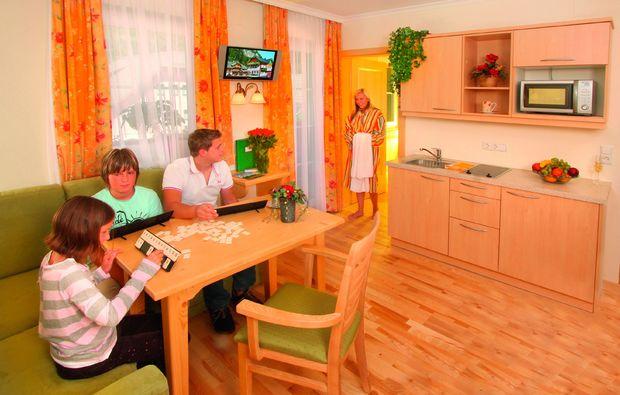 zauberhafte-unterkuenfte-tweng-wohnzimmer