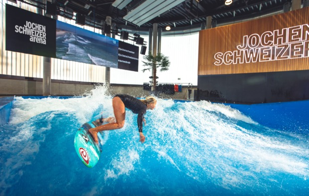 bodyflying-indoor-surfen-muenchen-wellengang