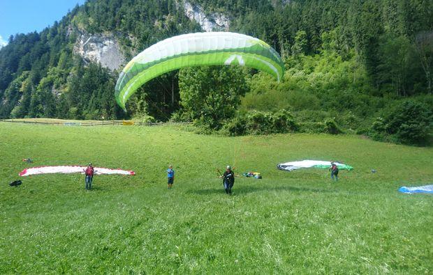 gleitschirm-tandemflug-mayrhofen-wiese