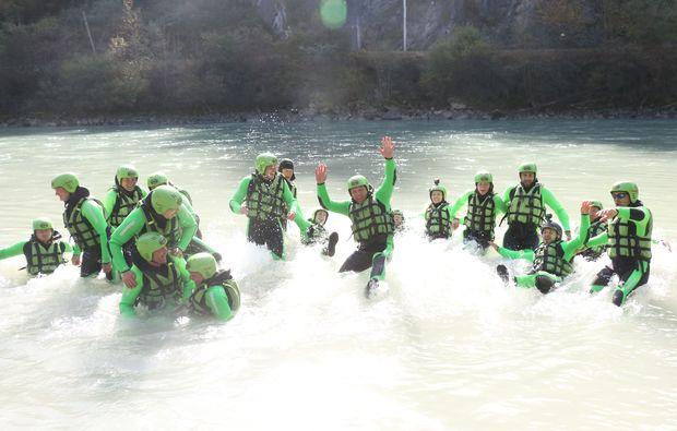 abenteuer-wochenende-inkl-rafting-tour-canyoning-haiming-team-arbeit