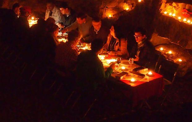 hoehlentrekking-sundlauenen-raclette