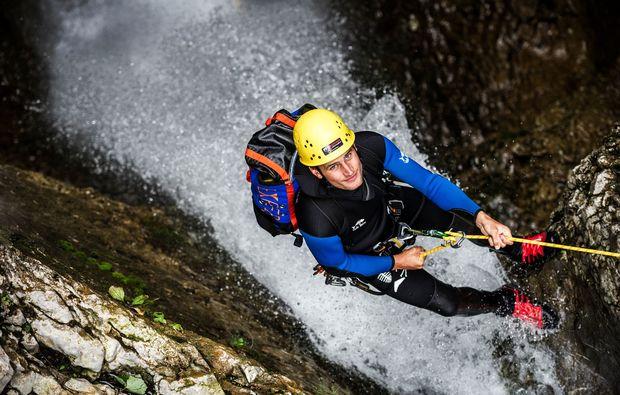 canyoning-tour-hirschegg-action-abseilen
