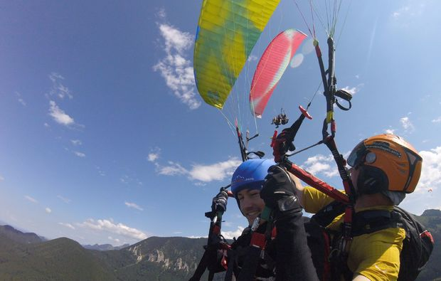 gleitschirm-tandemflug-bergen-im-chiemgau-erlebnis