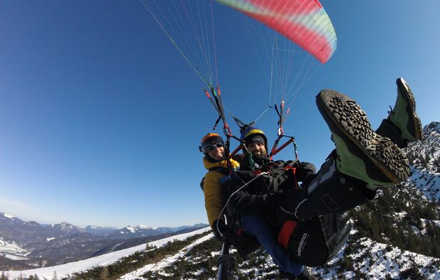 gleitschirm-tandemflug-bergen-im-chiemgau-wintersport