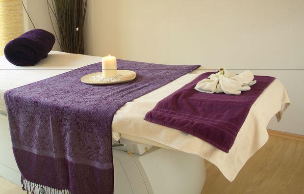 hot-chocolate-massage-muenchen-massagetisch
