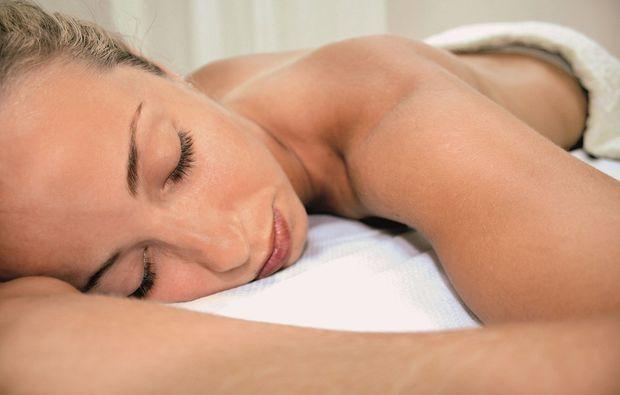 hot-stone-massage-wien-entspannen