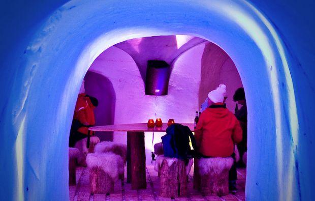 uebernachtung-im-romantik-iglu-kuehtai-eingang
